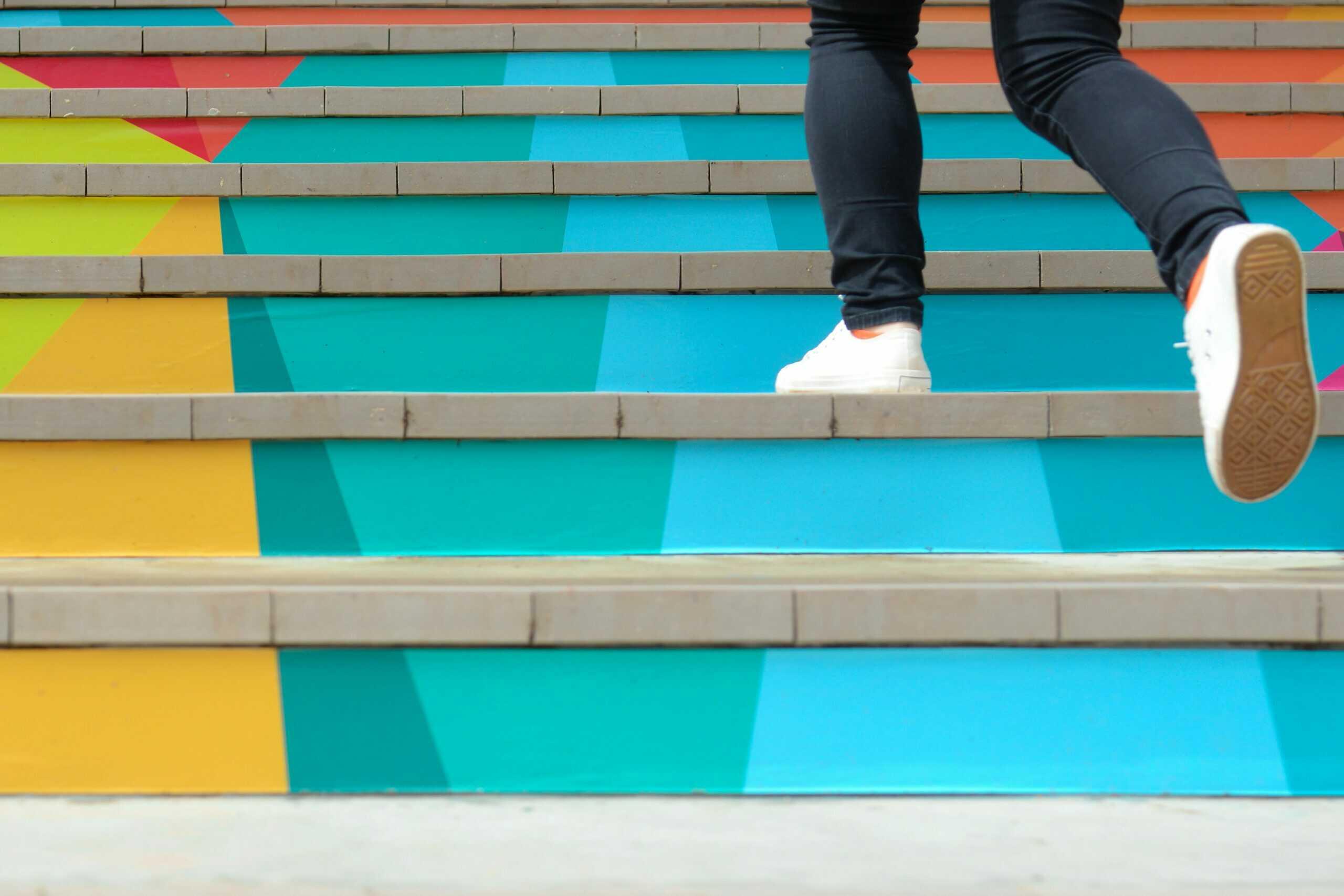 stock marches escaliers colorés