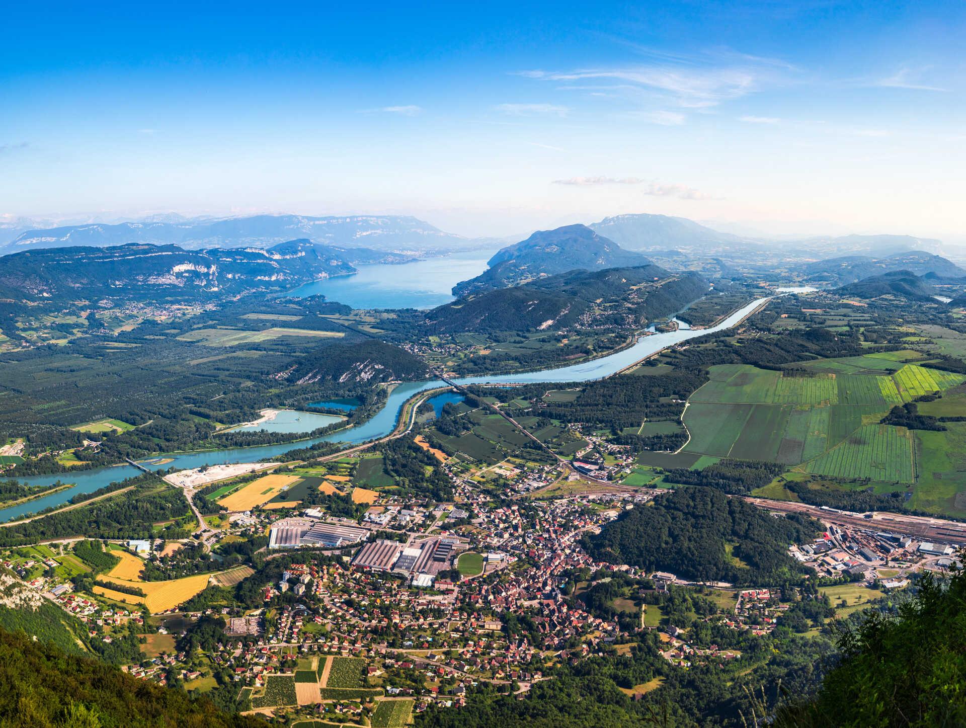 paysage de montagne avec une rivière